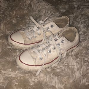 White low top converse!